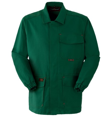 Fireproof jacket, covered button closure, closed collar, two pockets and a pocket, green color. CE certified, EN 11611, EN 11612:2009